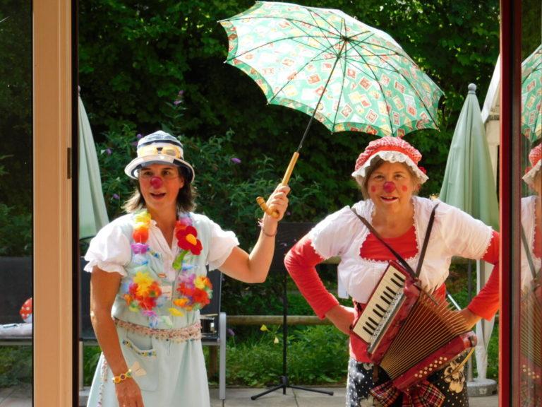Karla und Rosalinde sangen bekannte Lieder und Schlager